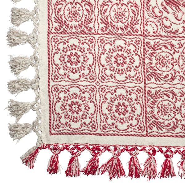 La famosa coperta abruzzese nasce nell'800 come corredo indispensabile per le famiglie della regione. Tessute a mano dagli artigiani di Taranta Peligna.